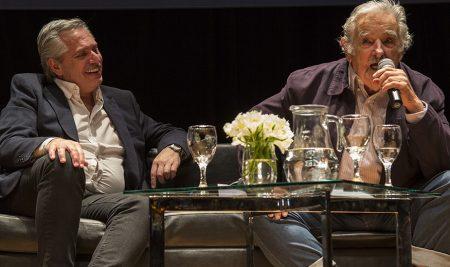 """""""Pepe"""" Mujica y Alberto Fernández reflexionaron sobre la sociedad de consumo en la UNTREF"""